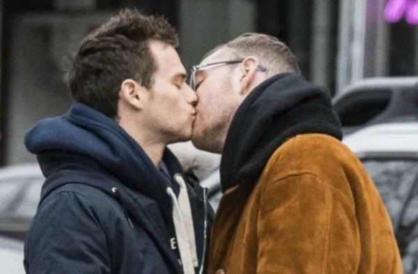 Sam Smith Bacio Brandon Flynn