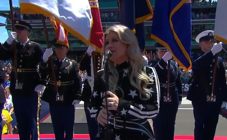 Photo of Kelly Clarkson incanta con l'inno americano alla Indy 500