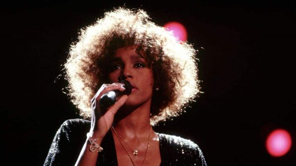 Whitney Houston abusata da piccola dalla cugina Dee Dee Warwick