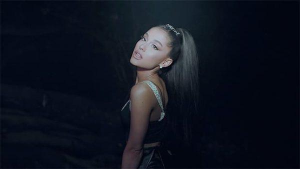 Ariana Grande Illumina Una Foresta Nel Video The Light Is