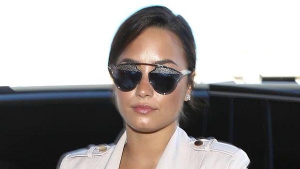 092916 Demi Lovato Airport Lead