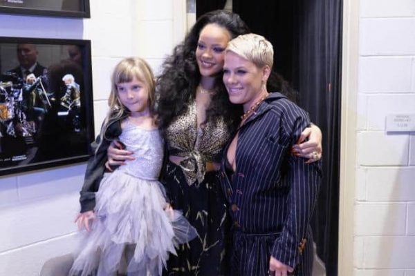 pINK RIHANNA SUPERBOWL
