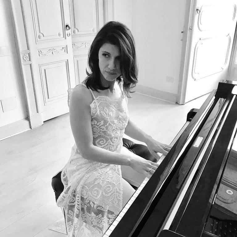 """Photo of Elisa: il nuovo singolo """"Anche fragile"""", ecco il video e testo con le foto di famiglia"""