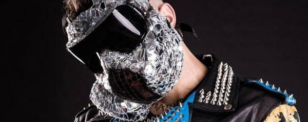 Il Rapper Con La Maschera Antigasil Misterioso Junior Cally A Stezzano Ffe Eaf E Ac Afb Original