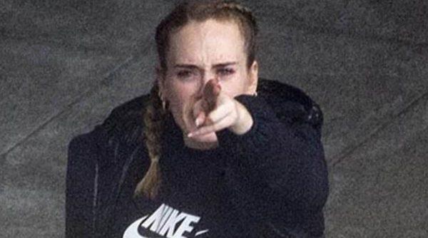 Adele infuriata: il divorzio potrebbe costarle decine di mil