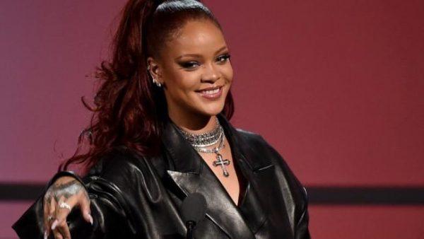 Rihanna Nuovo Album R