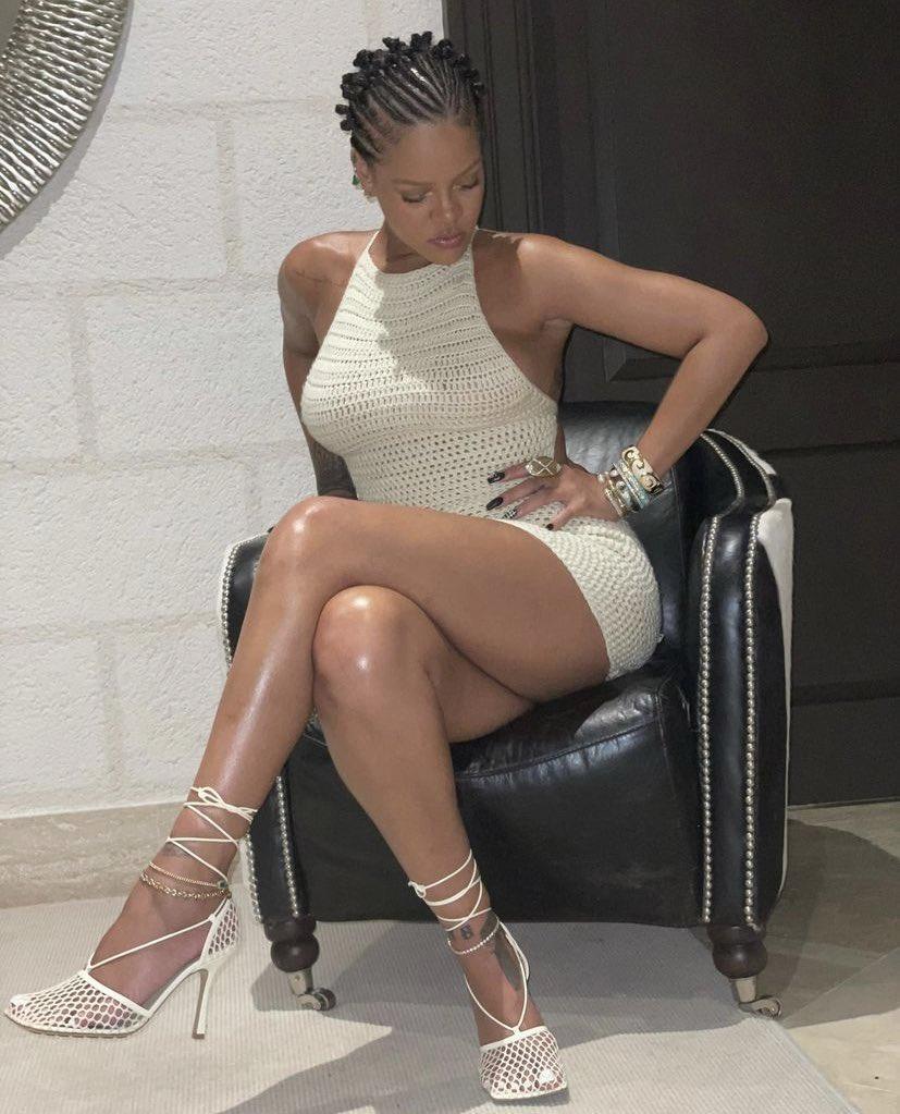 Rihanna sexy social